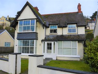 Stunning 7/8 Bedroom House, Sleeping up to 16, Pet Friendly in Aberdovey