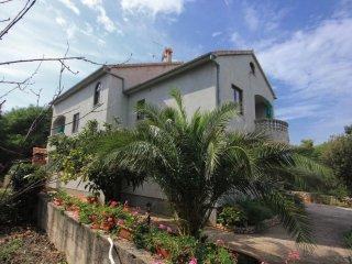 2 bedroom Apartment in Donje Selo, Splitsko-Dalmatinska Zupanija, Croatia : ref