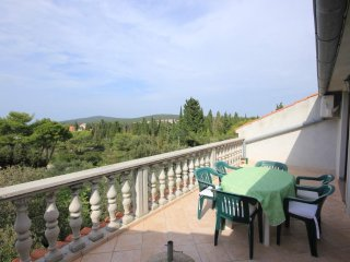 Donje Selo Apartment Sleeps 6 with Air Con and WiFi - 5468504