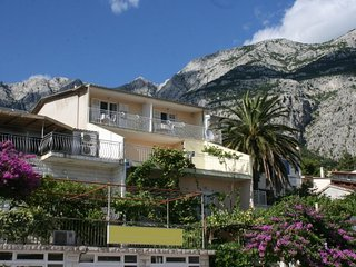 One bedroom apartment Makarska (A-6844-c)
