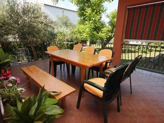 Seline Apartment Sleeps 8 with Air Con and WiFi - 5466230
