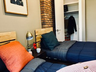 New Modern Room 15min walk to Williamsburg