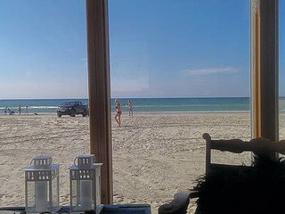 Beach Hut (shelter) panorama sea view, BBQ & events 2-14 persons. No sleeping.