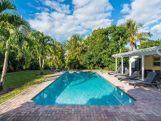 Roomy 5BR Villa w/ Heated Pool, Near Downtown at the Gardens & 5-Star Beaches
