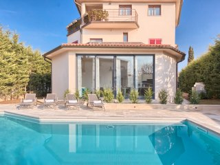 Villa YoYo****with the new heated swimming pool close to the beach