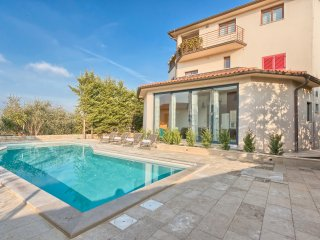 Villa YoYo**** with the new  heated swimming pool close to the beach