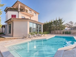 Villa YoYo****with the new heated swimming pool