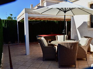 Luxury 3 bed Oporto House in Villamartin with WiFi