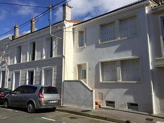 ROYAN CENTRE-VILLE : MAISON de ville avec 2 chambres