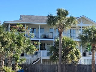 Stunning Family Home *One house from the Back River Beach*