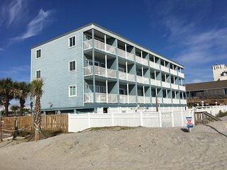 OCEANFRONT CONDO ONE BEDROOM SLEEPS 6 & POOL