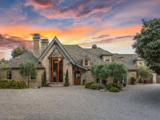 Beautiful Tuscan Estate in Carmel Valley, close to wineries and Carmel Beach
