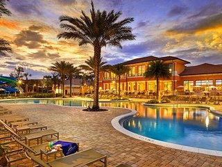 Regal Oaks Resort - 3BR/2BH, 3 miles to Disney,Water slides,WiFi,Behind Old Town