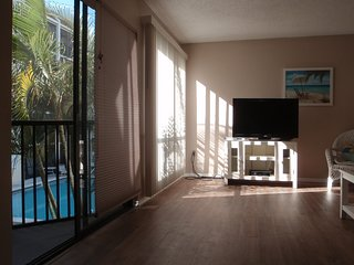 Siesta Key 2 BR, 2 1/2 Bath - *Across From Beach - Pool-view* - Newly Renovated