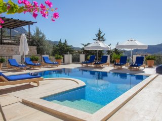 Villa Kuyu - Outstanding 3 bed luxury villa - easy 10 min walk to centre
