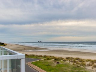 Walk your dog across the street to the beach from this Oregon coast home!