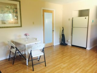 private entry suite for rent 1Spacious Bedroom+1bathroom+1kitchen