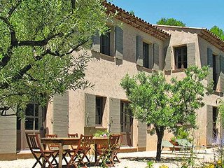 93770 4-bedroom, 4 bathroom villa, pool 11 x 4, rural,but centre of Lorgues 3 km