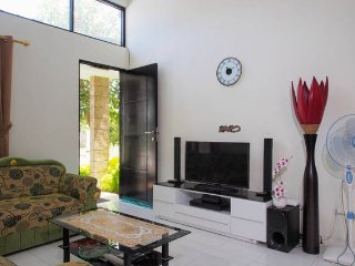 House Mauricia - Bright Residential House / Fast WiFi