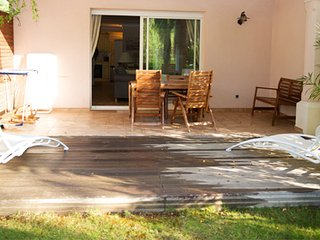 33499 semi-detached villa for 7, airco, shared pool, beach 50 mtr, centre 2 km