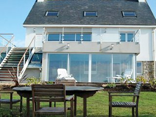 33534 4-bedrm villa,indoor heated pool,jacuzzi,sauna,sat-tv, port of Doelan150m