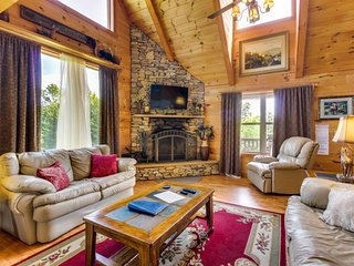 Dog-friendly home with private hot tub, pool table, and mountain views!