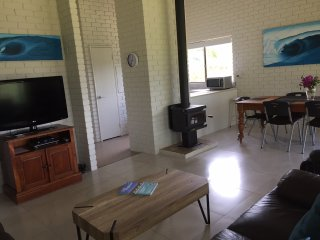 Beachside Prevelly Villas Pet Friendly Beach house.Single Level House 4