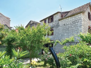 Stone house with garden , seaview!!! close to everything