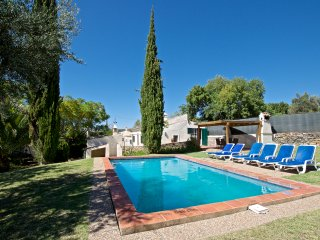 Casa Soalheira, a traditional country farm house. Quiet, pool and parking.
