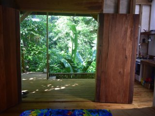 BRAND NEW Jungle Paunch Cabins, own private kitchen & deck, 200m from the SEA!