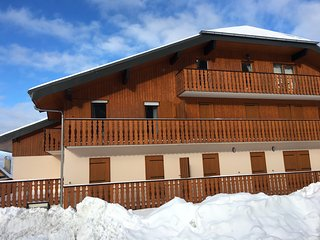 Newly refurbished apartment in family friendly winter/summer resort.