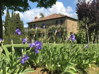 Rustic Tuscan farmhouse in the town of Cortona with gorgeous views, swimming pool, private garden and barbecue