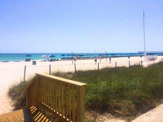 PET FRIENDLY BEACH CABANA 13* wALK 2 pier park *