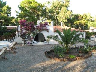 Eolie - Isola di Vulcano - Villa indipendente con ampio giardino vicino al mare