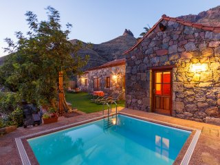 CASA TAMADABA - PRIVATE POOL, beach nearby, hiking in the nature park