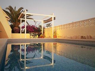 Ruime alleenstaande villa met privezwembad + buitenkeuken dicht bij Benidorm