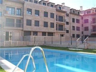 Piso abuhardillado en urbanizacion privada con piscina