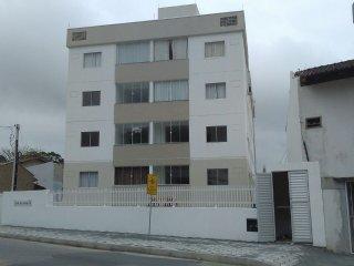 Ap com 56Mts 2 quartos,banheiro, sala, cosinha, lavanderia e uma vaga de garagem