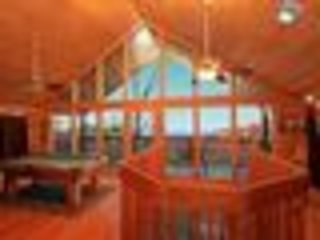 100 Mile View - Amazing 2 br Log Cabin, VIEW!  pool, WIFI, pool tbl, 5 mi to Pf