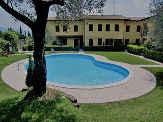 Domus Garda - Casa Olivella, appartamento con piscina e garage