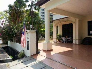 Batu Ferringhi Bungalow Homestay Penang (No.1)