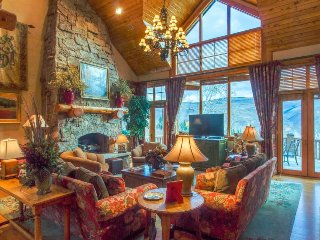 Spacious ski lodge home w/ jetted tub, pool table, & gorgeous views near slopes!