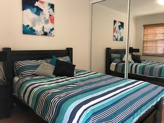 3 bedroom - Lovely beachside apartment - Close to everything