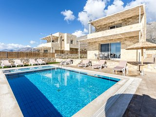 Breathtaking sea views,4 persons,Private pool, Kids Pool, Near beach and taverns