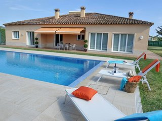 DELIGHTFUL 3  BEDROOM ENSUITE VILLA, 450 M. FROM THE BEACH