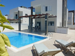 VILLA (ANEMONI 10) CENTRAL PROTARAS IDEAL FOR WEDDING PARTIES AS 5 IN TOTAL