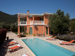 Villa Pantheon, 3 Bedrooms, Private Pool, Beautiful Sea Views, Lefkas