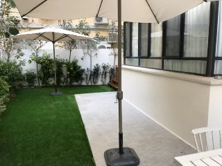 Luxurious Bauhaus garden Apt Central TLV 3BR