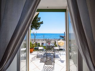 Vicaria, few meters from the Beach, Sea View, by Amalfivacation