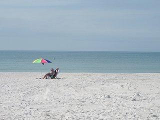 Perfect Beachfront Condo-April 19-27 Special